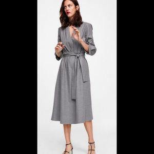 ZARA l Pleated Midi Dress w/ Belt